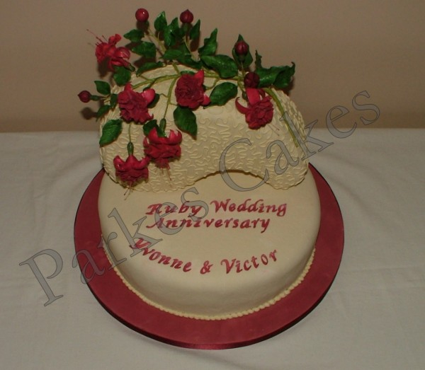 Cake Decorating Ideas For Ruby Wedding : Ruby Anniversary Cake