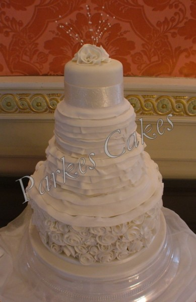 ian stuart masquerade wedding dress cake