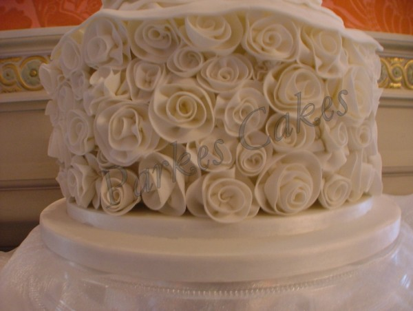 ian stuart wedding dress cake close up